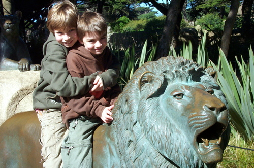 2_boys_on_lion_at_zoo