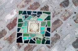 Mosaic_inlaid_stepping_stone_1