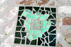 Mosaic_inlaid_stepping_stone_2